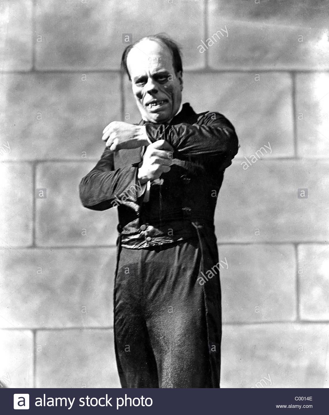 lon-chaney-the-phantom-of-the-opera-1925-C0014E